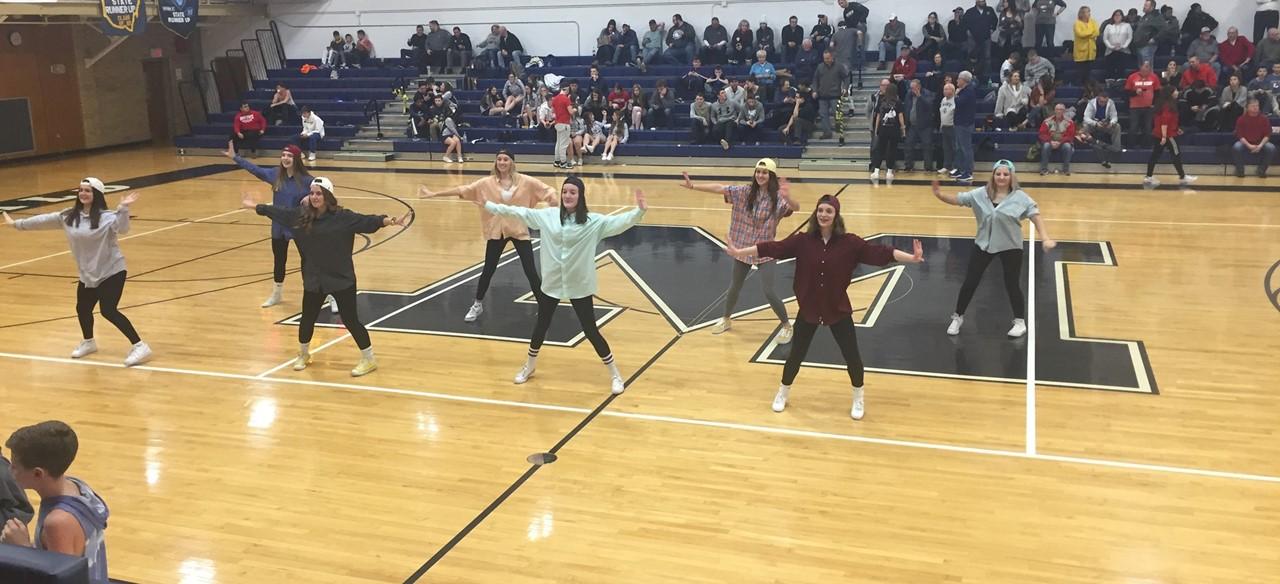 Majorettes dance